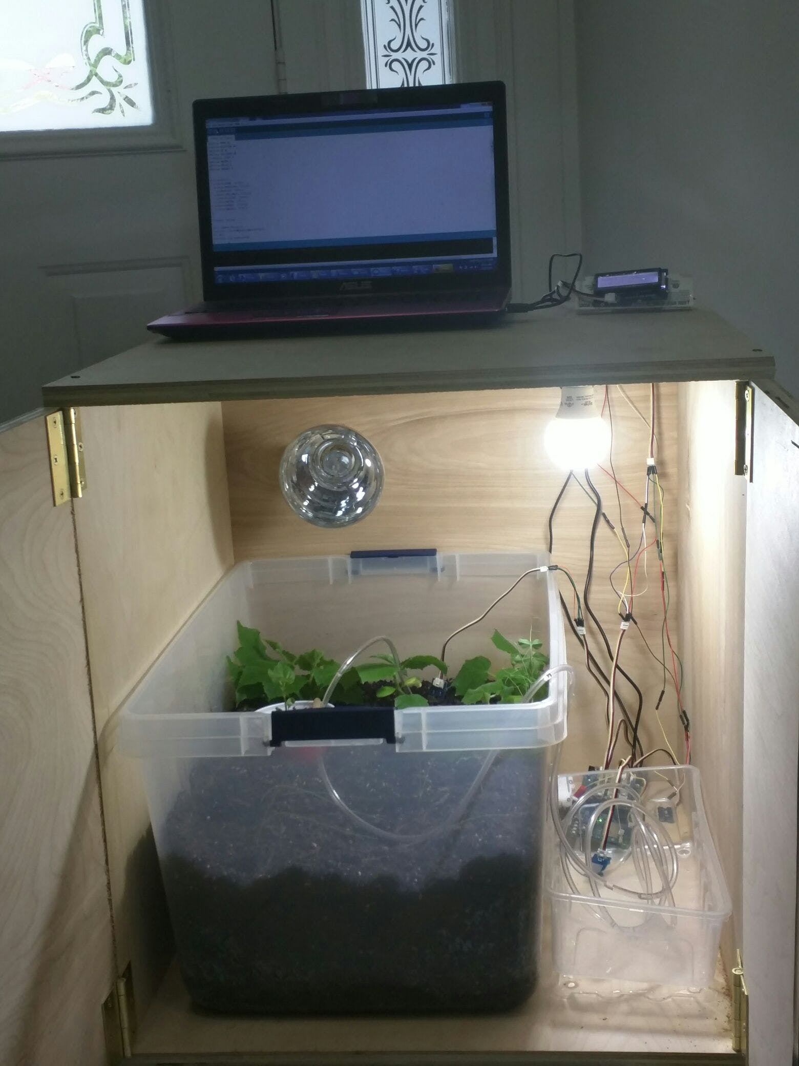 Automatic Climate-Controlled Organic Garden