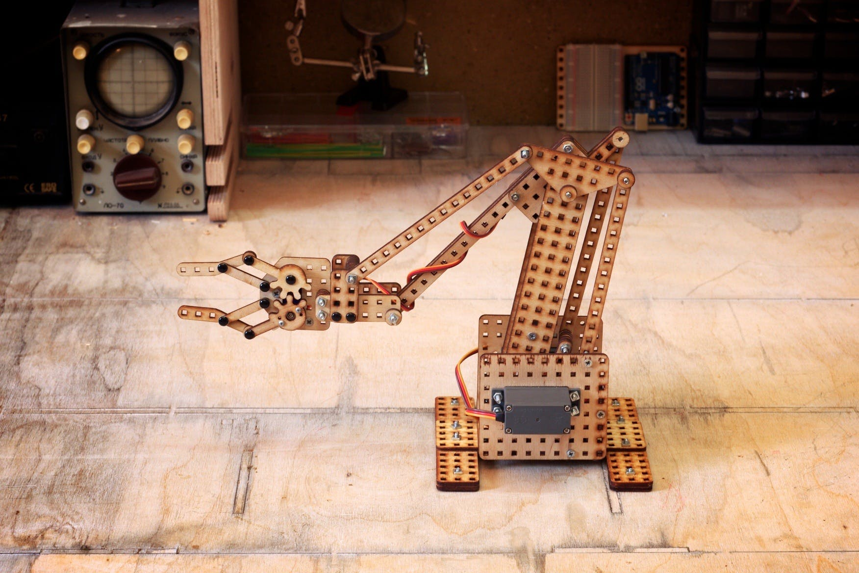 Robotic Arm - LOFI  Robot