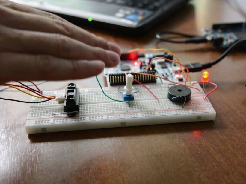 A multithreaded blinking theremin powered by Zerynth