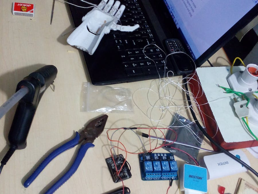 Wireless gesture control of Arduino using LeapMotion