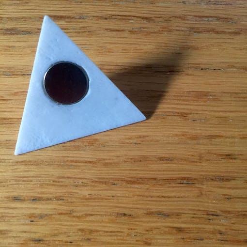 Recessed magnet