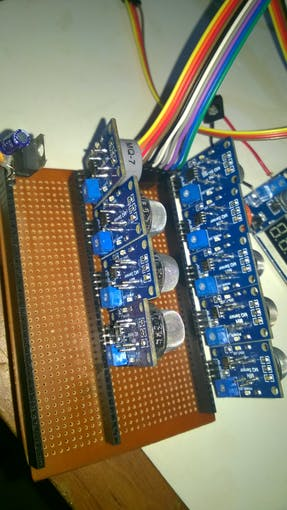 Poor man's PCB front view - with the LD33 regulator for 3V3 devices !