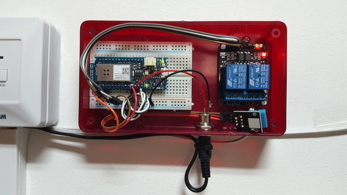 Close up: MKR1000, relay board, DHT sensor.
