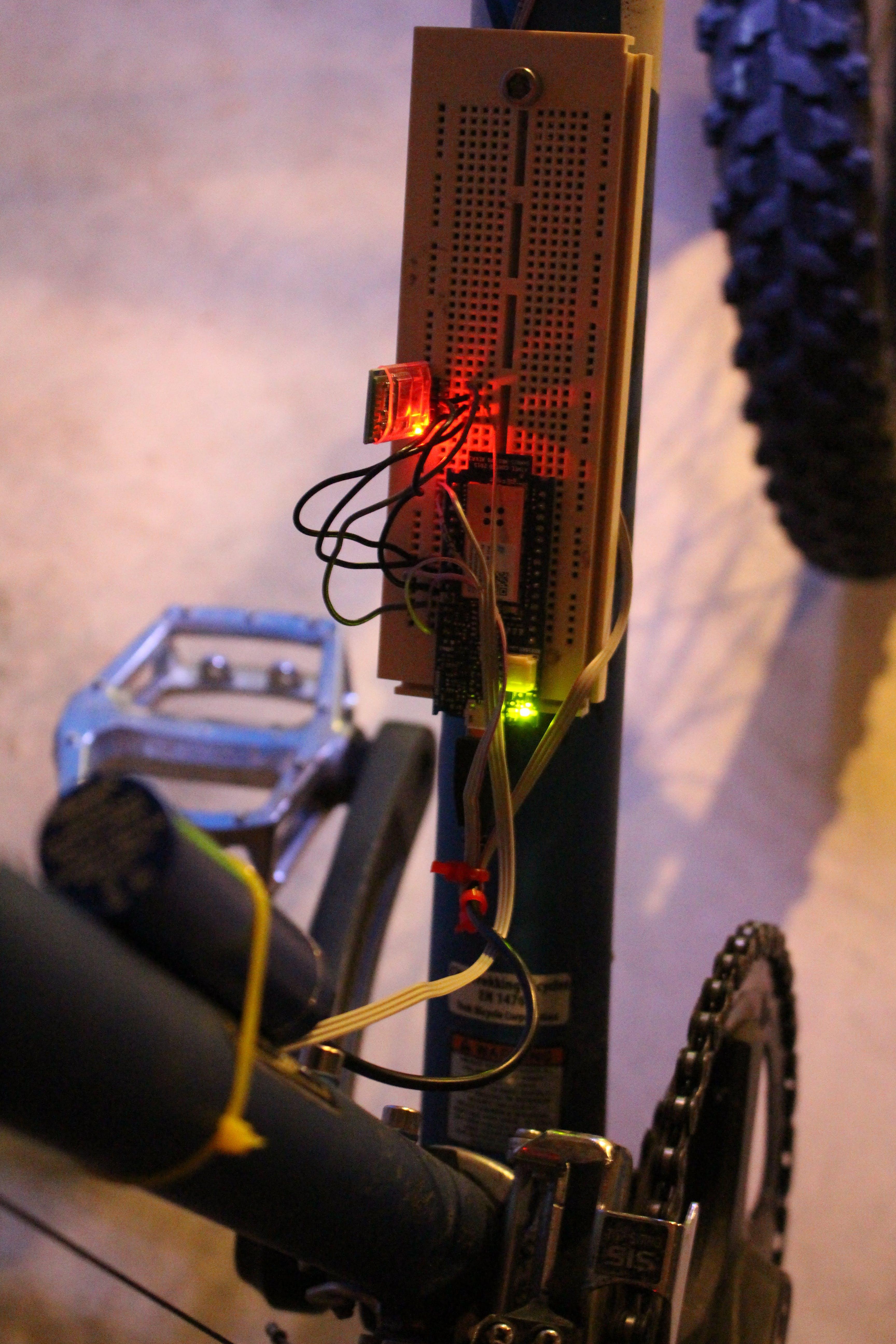 Arduino MKR1000 and a Bluetooth serial transceiver
