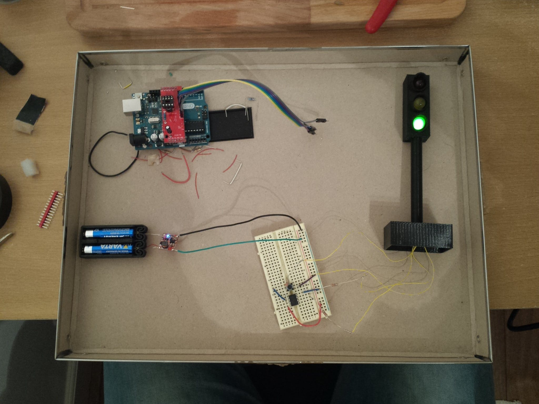 The semaphore, with everything except the protoboard and the final assembly.