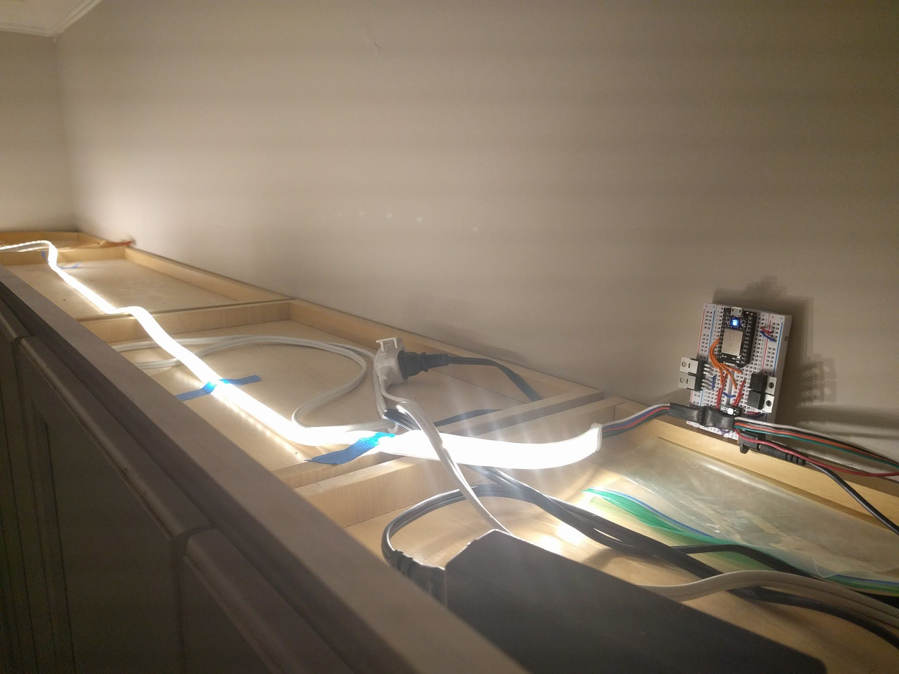 with the LED strip showing (all white in this picture)