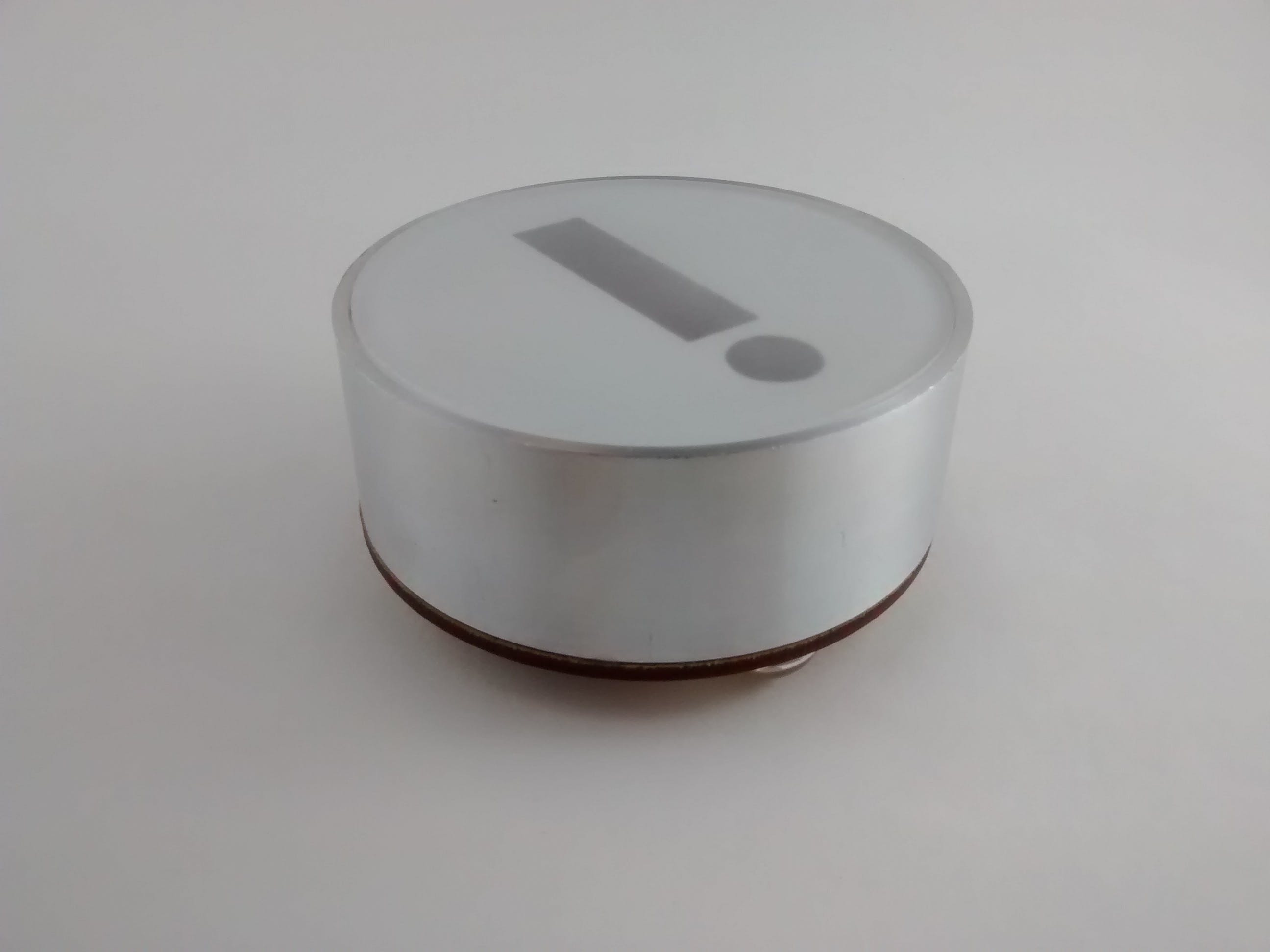 Notice how the lid lies flat over the sides due to the inset.