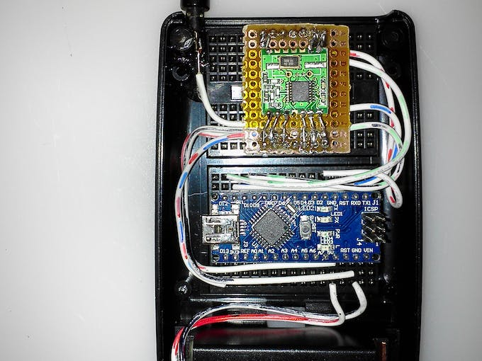 Remote showing RFM12B and Arduino