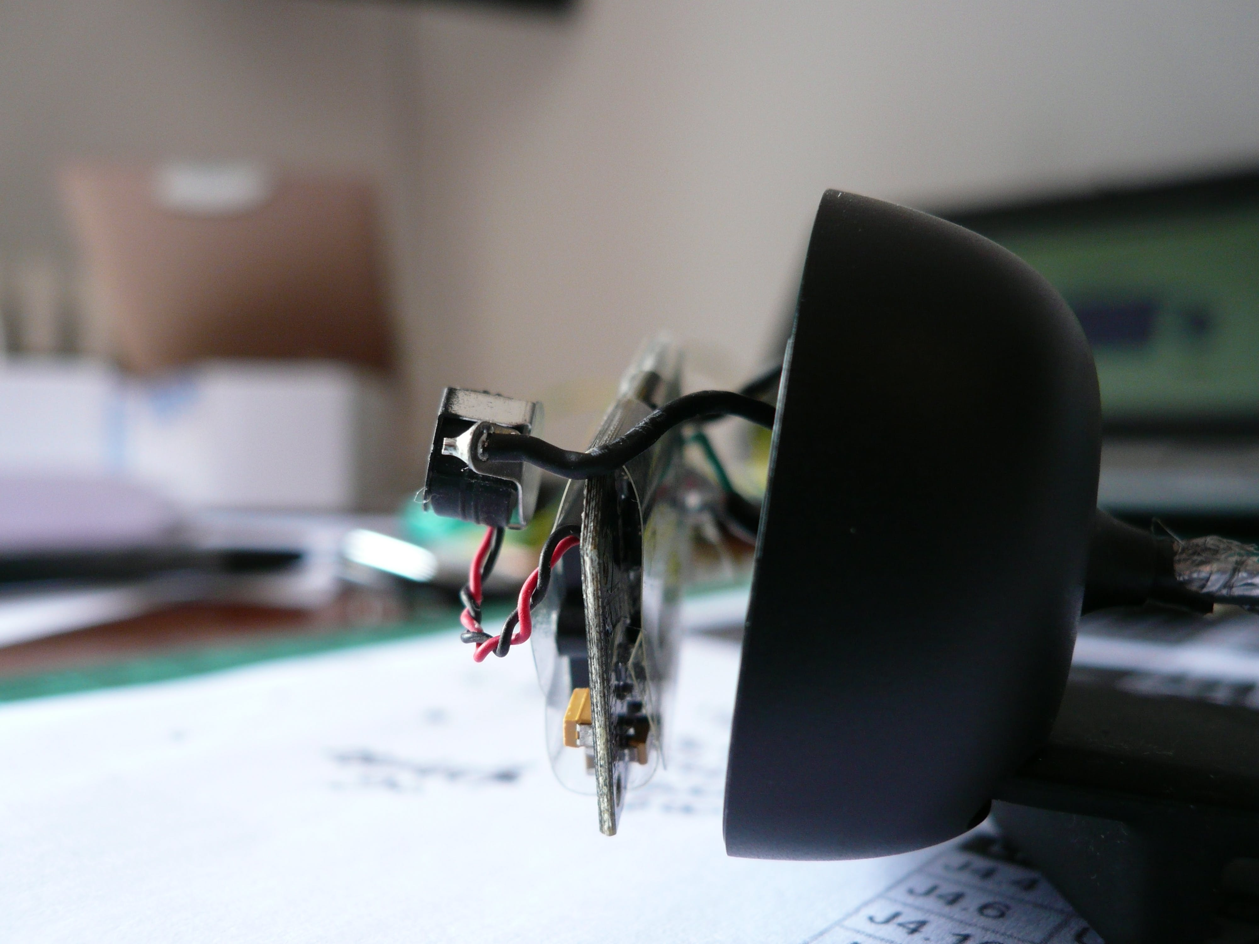 The board seen from the right side. Please note the microphone held inside a shielding clip connected to the USB cable shield
