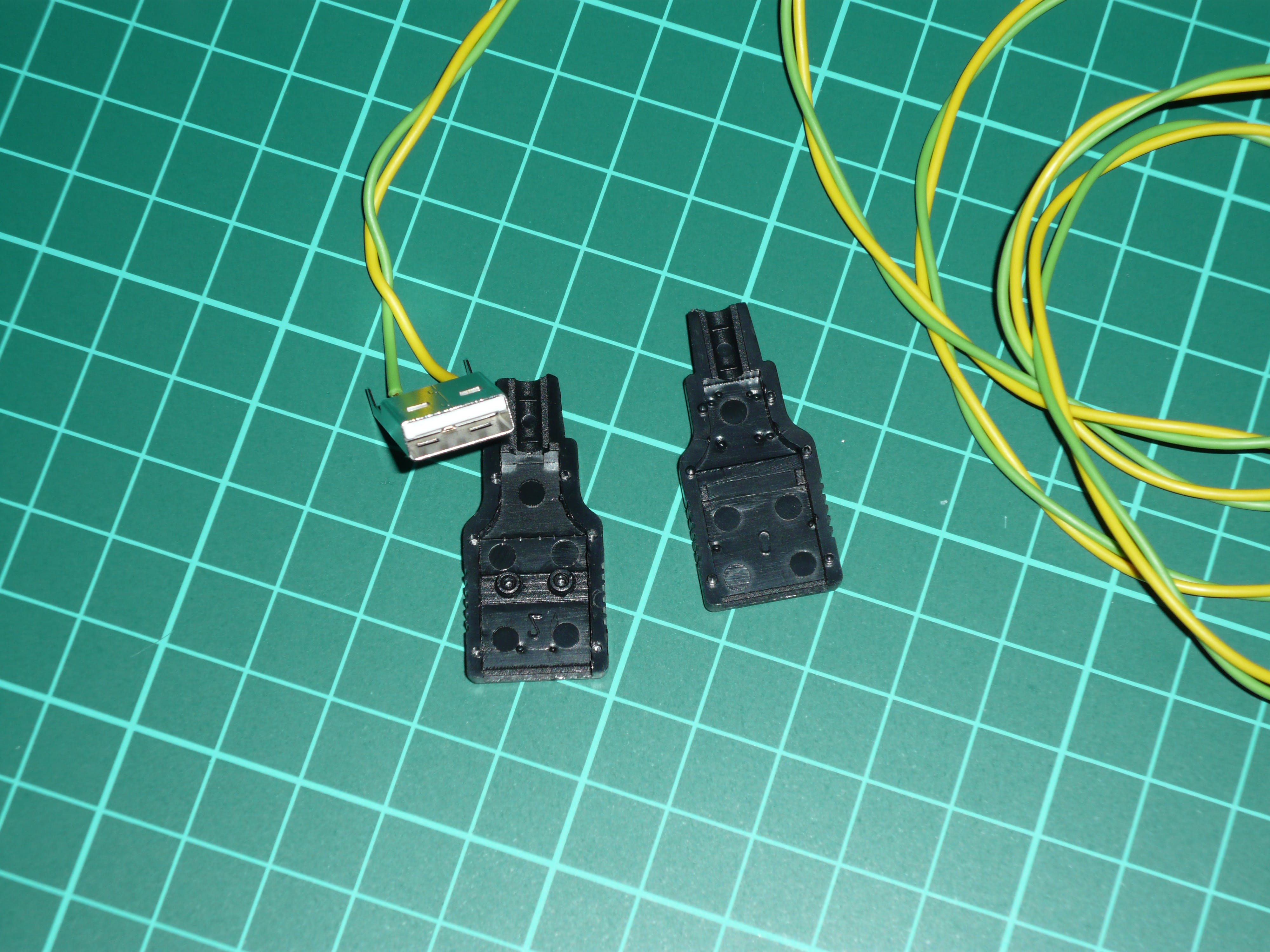 USB male plug seen from front side